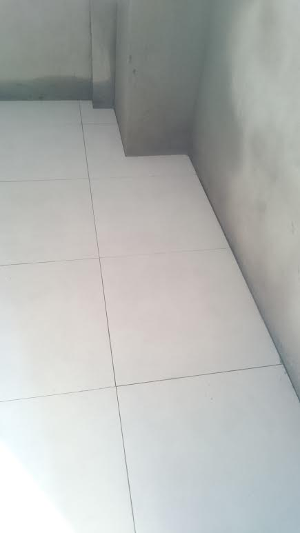 tô tường nhà vệ sinh, lót gạch lầu 1