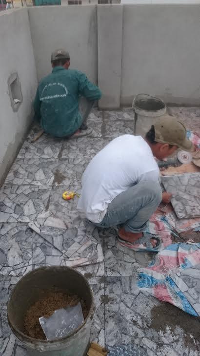 tô tường nhà vệ sinh trệt, cán nền lót gạch lầu sân thượng