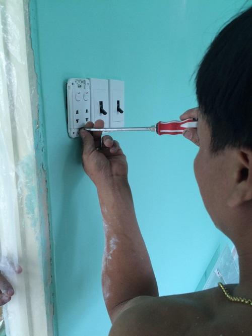 bắt điện, sơn trần, lót đá bậc thềm cửa, xả sơn cửa