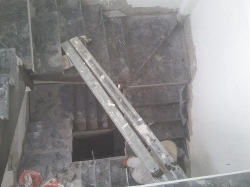 ốp đá cầu thang