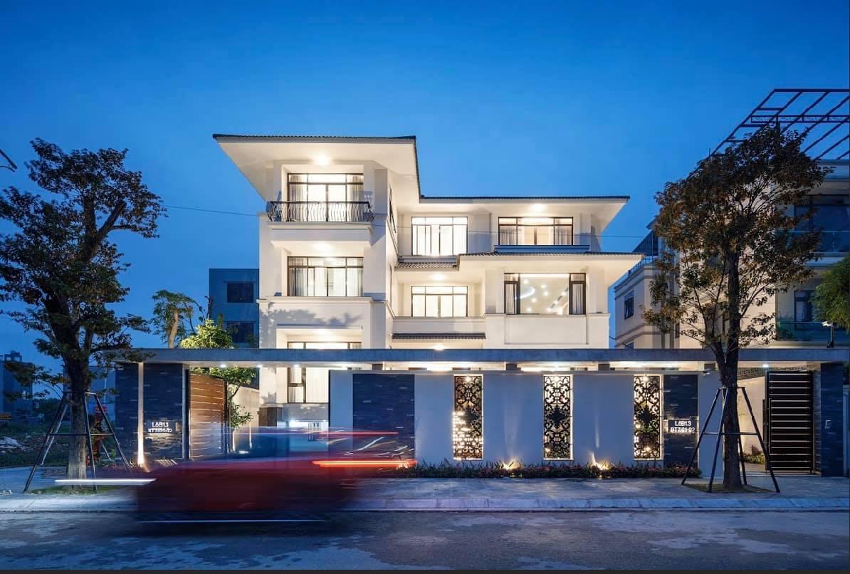 Siêu biệt thự 2 tầng đẹp theo kiến trúc phương Tây